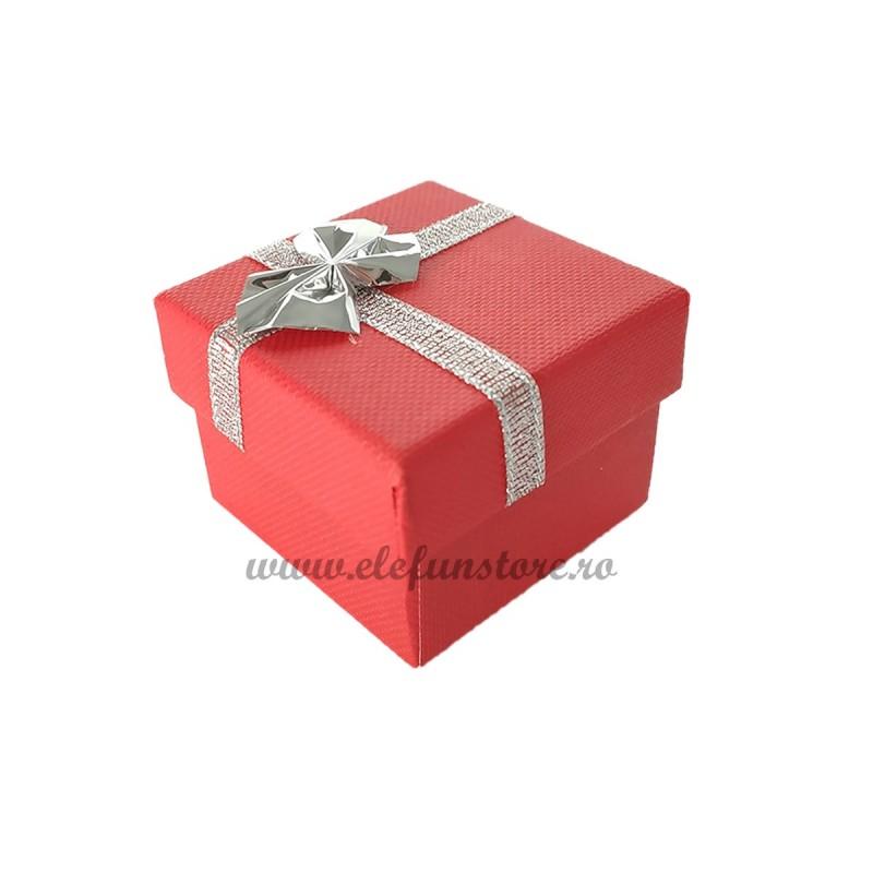 Cutiuta rosie cu fundita argintie 5 cm