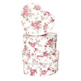 Set 3 cutii inima alba cu trandafiri roz, 15-13-11 cm